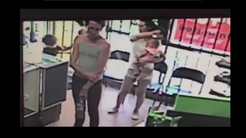 Mãe evita rapto da filha em segundos