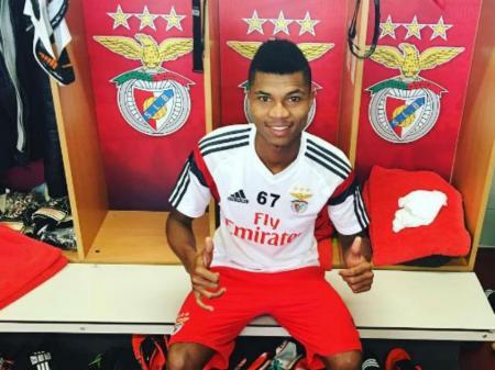 Benfica: Reinildo promovido por Rui Vitória