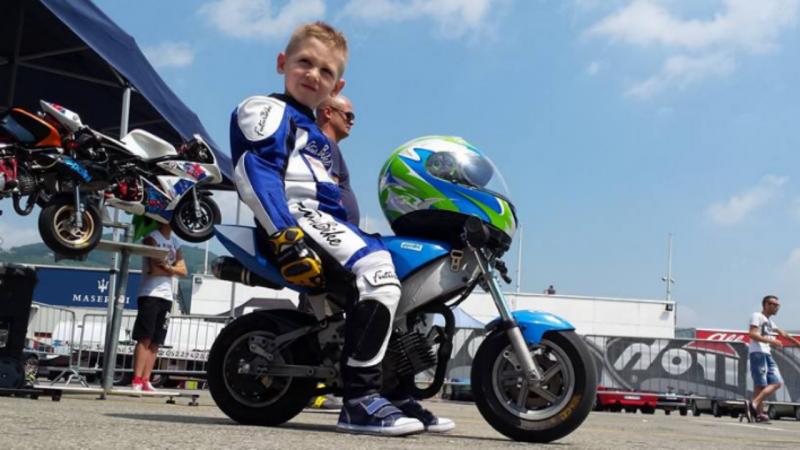 Menino de seis anos morre em acidente de mota.