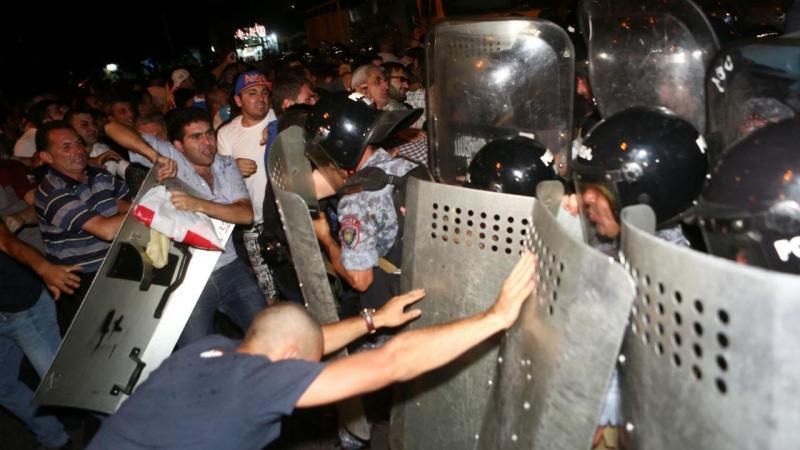 Confrontos com polícia na Arménia
