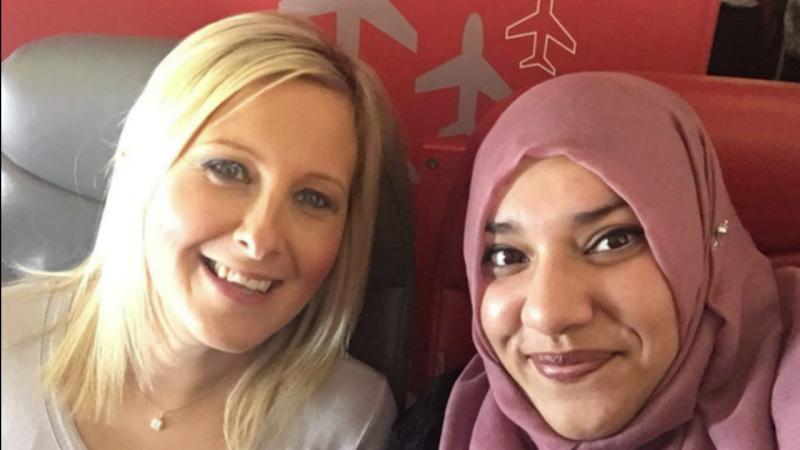 Beverley e Jiva encontram uma nova amizade a bordo de um voo