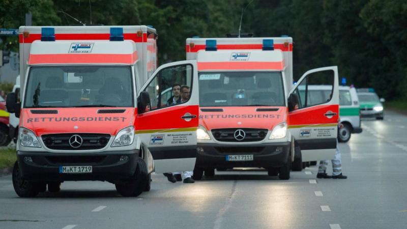 Ambulâncias socorrem vítimas do tiroteio em Munique