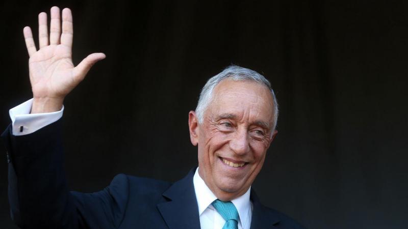 Presidente da República é cumprimentado por populares durante a visita a Celorico de Basto