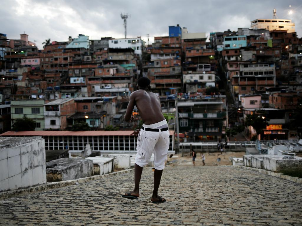 Favela e JO (Foto: Reuters)