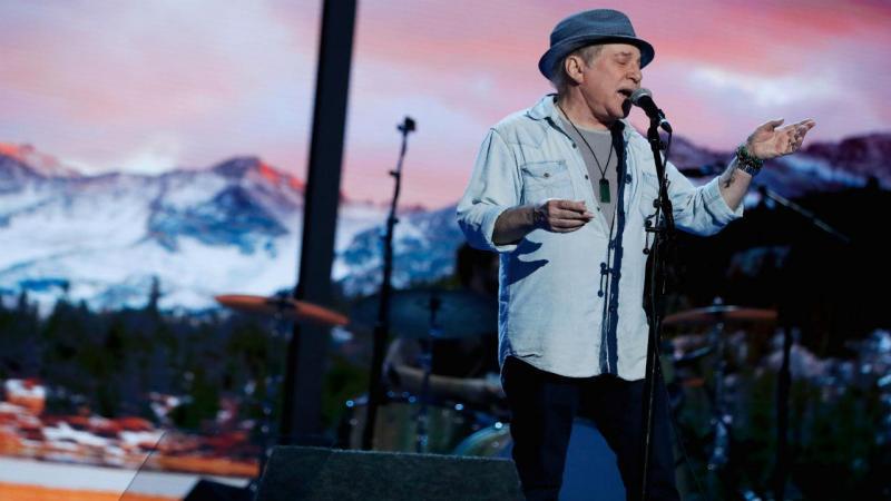 O cantor Paul Simon atuou na Convenção do Partido Democrata [Foto: Reuters]