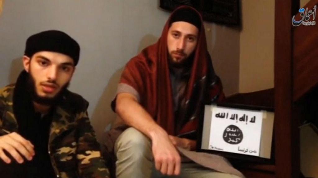 Imagem divulgada mostra os dois suspeitos do ataque em França