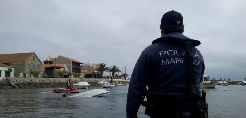 Resgate na ria de Aveiro (foto Autoridade Marítima Nacional)