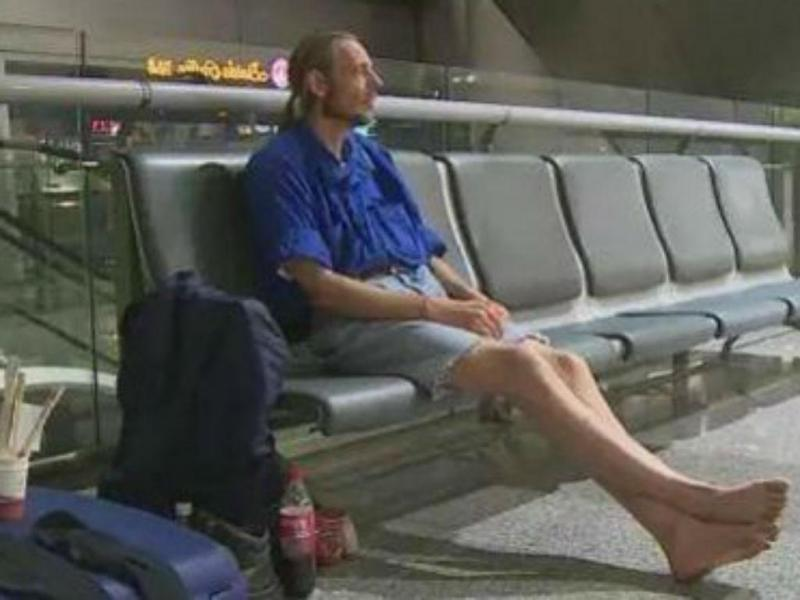 Holandês hospitalizado após esperar 10 dias por mulher no aeroporto