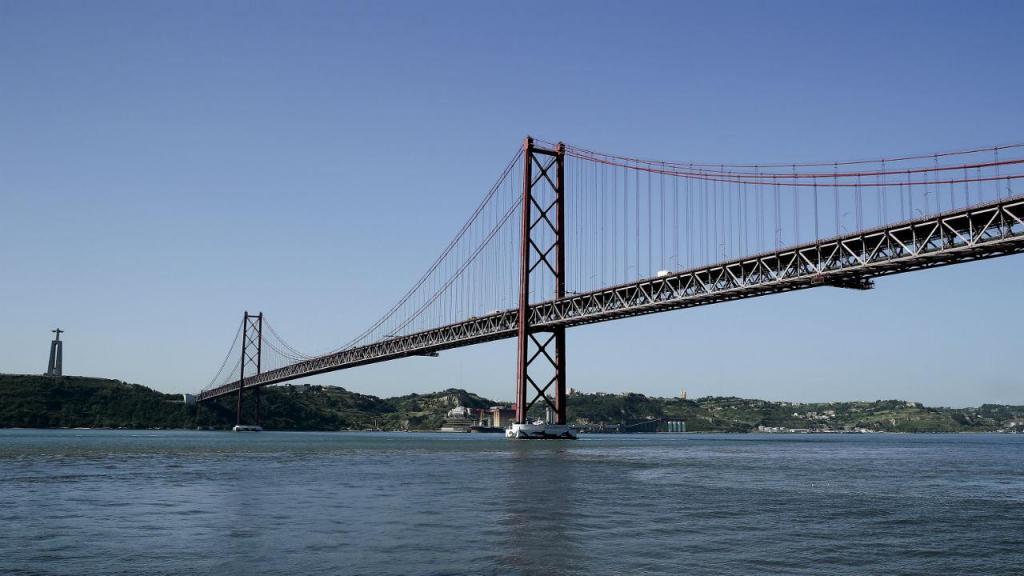 Ponte 25 de Abril vista de Lisboa