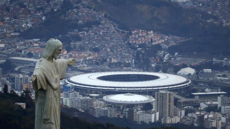 Cristo Redentor abraça o Rio de Janeiro