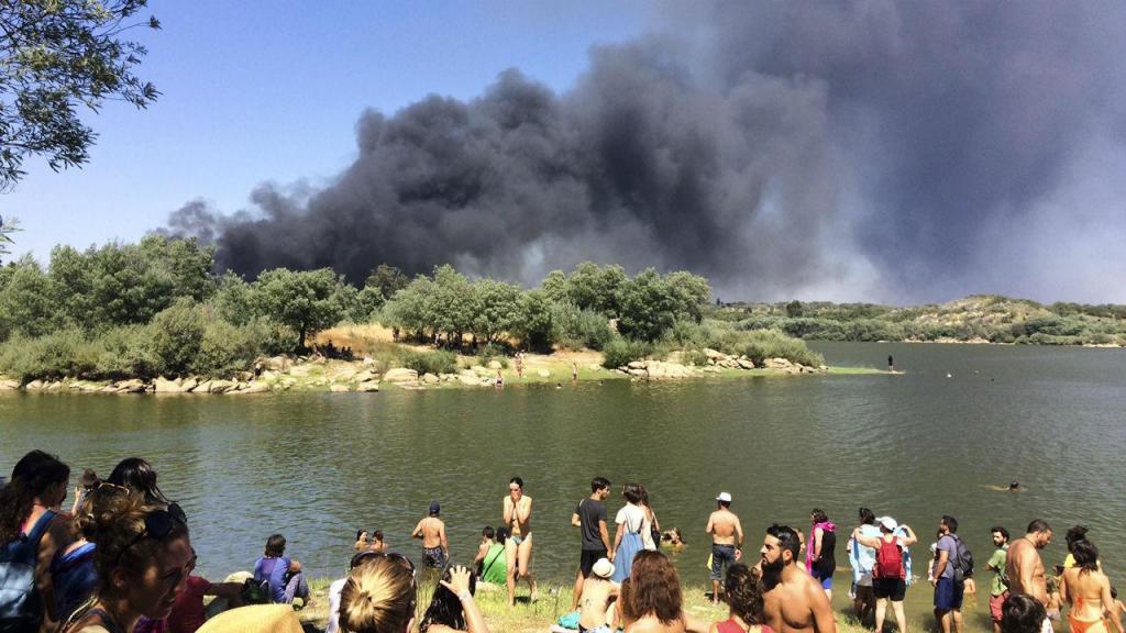 Dezenas de carros destruídos por fogo no Festival Andanças