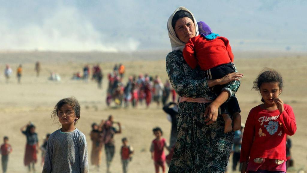 Moradores de Sinjar fogem da violência do Estado Islâmico