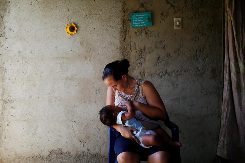 Jovens submetem-se à esterilização na Venezuela