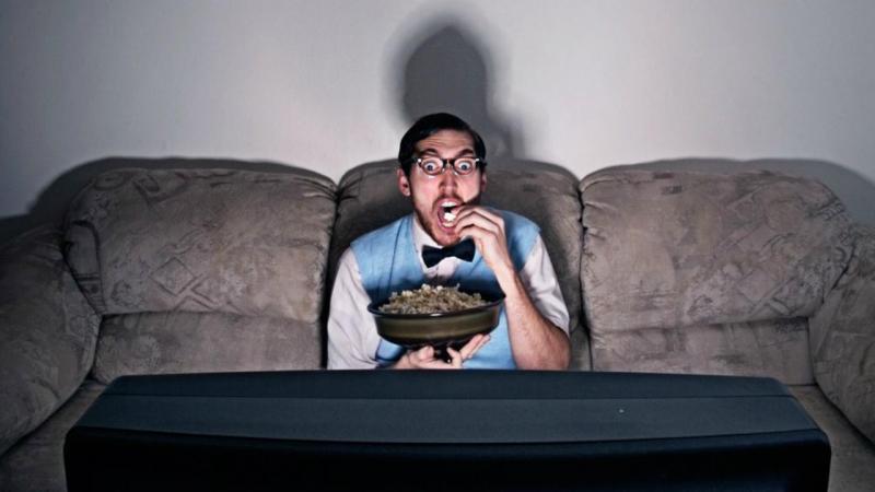 Há filmes e programas que consideramos maus e que não conseguimos deixar de ver