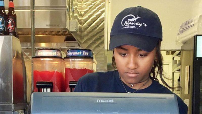 Sasha Obama trabalha num restaurante durante as férias escolares