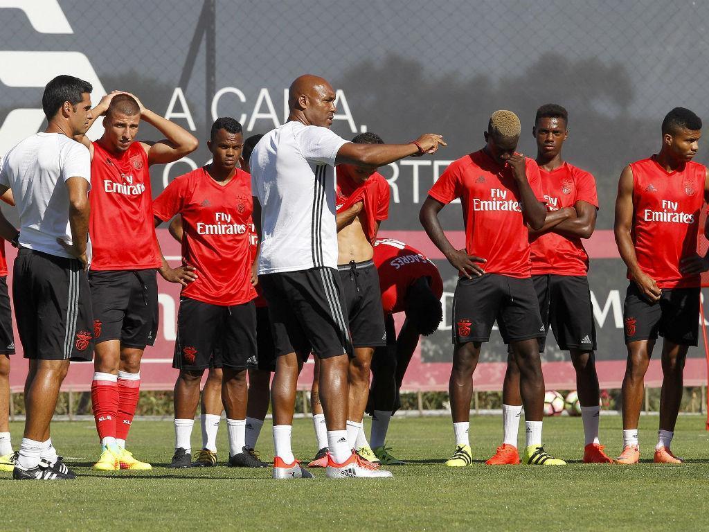Clássico B: Benfica dá a volta e derrota FC Porto