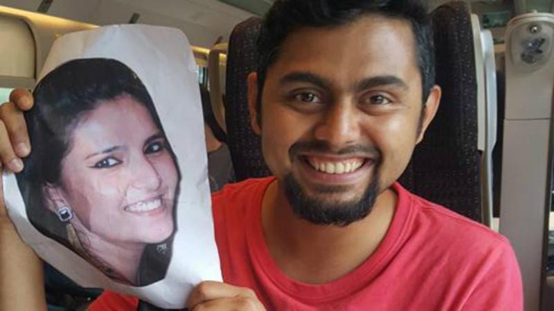 Faizan Patel segura a fotografia da esposa, Sana