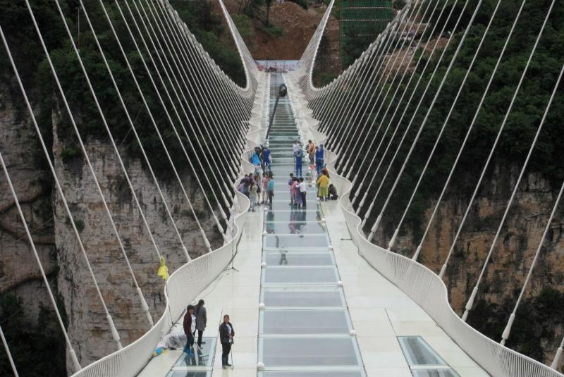 Ponte de vidro em Zhangjiajie, China [Foto: Reuters]