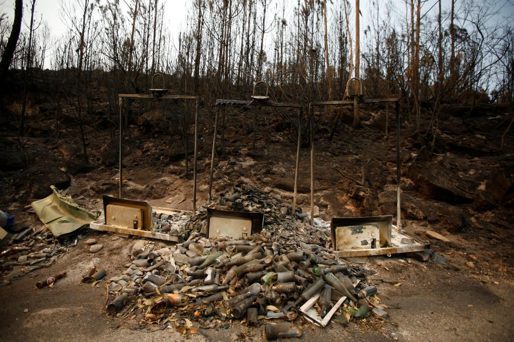 Incêndio em Arouca, Aveiro, que passou as fronteiras do distrito e chegou a destruir casas e São Pedro do Sul, Viseu.