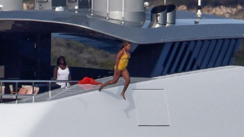 Beyoncé salta de nove metros e atira-se ao mar, em Sardenha