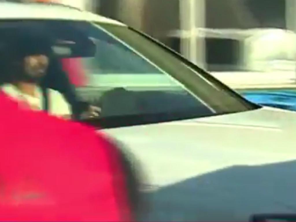 Vídeo: André Gomes bateu no carro de Suárez à saída do treino