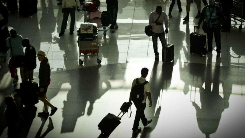 Resultado de imagem para Aeroporto. Homem apanhado com 119 bolotas de droga no organismo