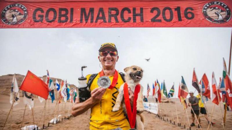 Ultramaratonista procura cadela que o acompanhou durante a 4 Desert Race