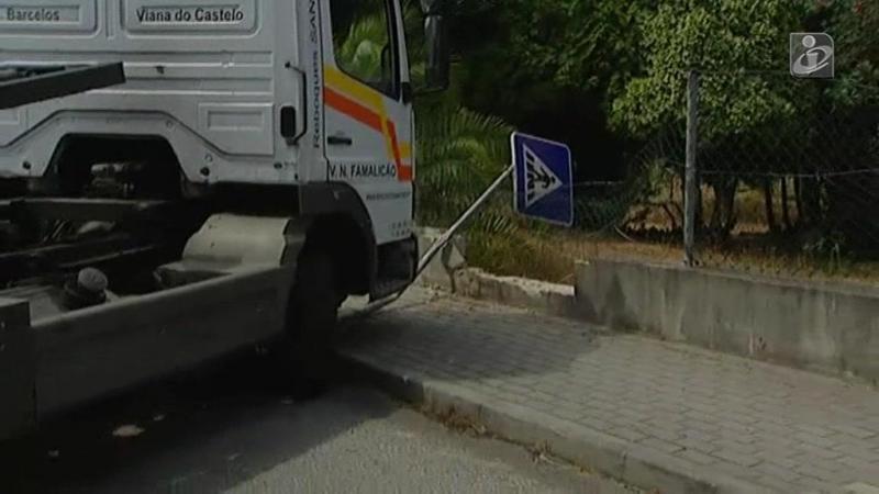 Três feridos graves em acidente com carrinha do pão