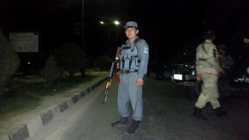 Forças de segurança em redor da Universidade Americana em Cabul