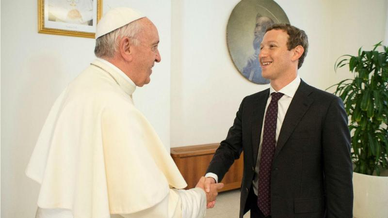 Papa recebe o patrão do Facebook no Vaticano