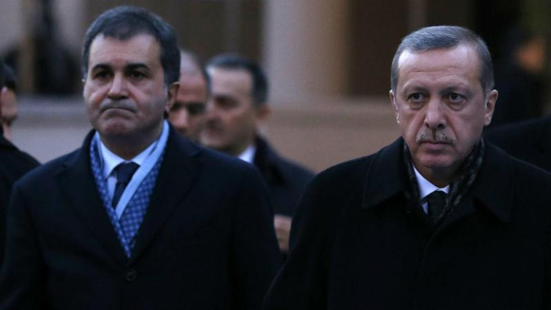 Omer Celik com o presidente turco
