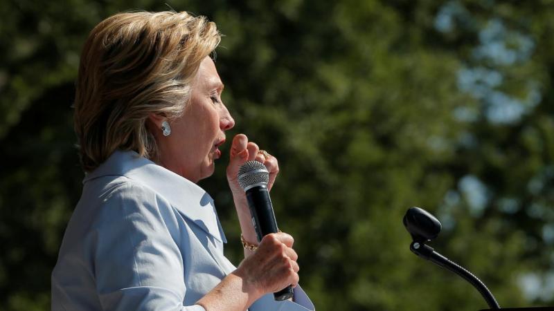 Hillary Clinton a tossir em Cleveland
