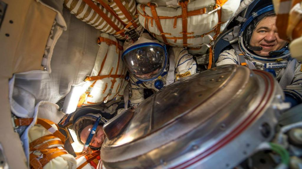 Astronautas regressam a Terra após seis meses no espaço