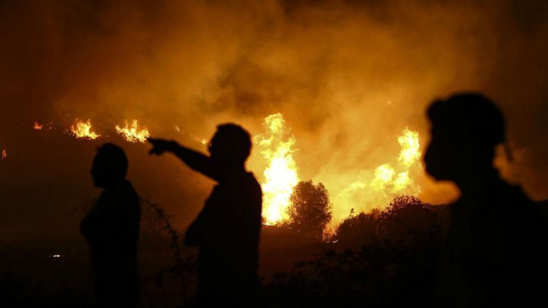Fogo iluminou a serra de Monchique toda a noite