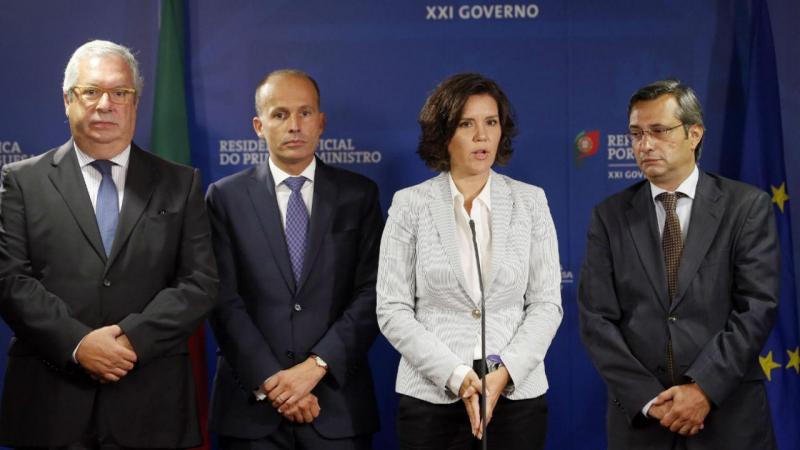 Assunção Cristas, acompanhada por Luis Queiró, Pedro Mota Soares e Nuno Magalhães
