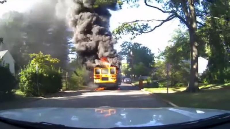 Condutora salva crianças de autocarro em chamas