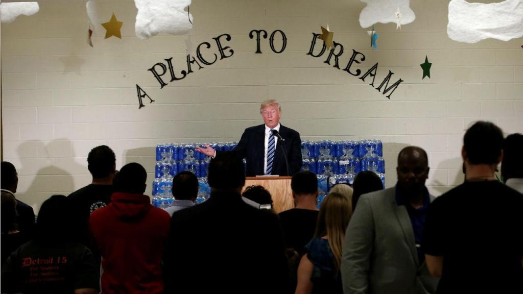 Donald Trump na igreja do Michigan