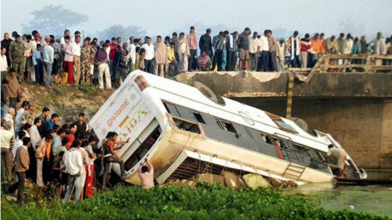 Acidente de autocarro na Índia