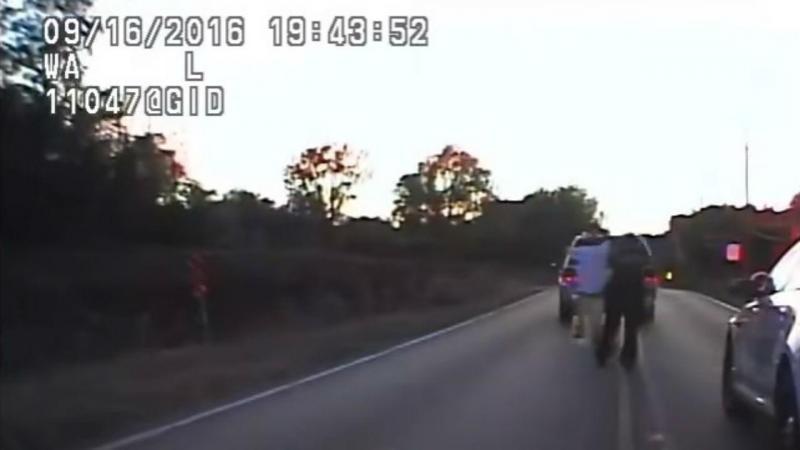 Polícia mata homem desarmado cuja carrinha se tinha avariado na estrada (Reprodução Youtube)