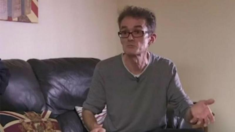 Graham Smith, engenheiro britânico que se operou a si próprio