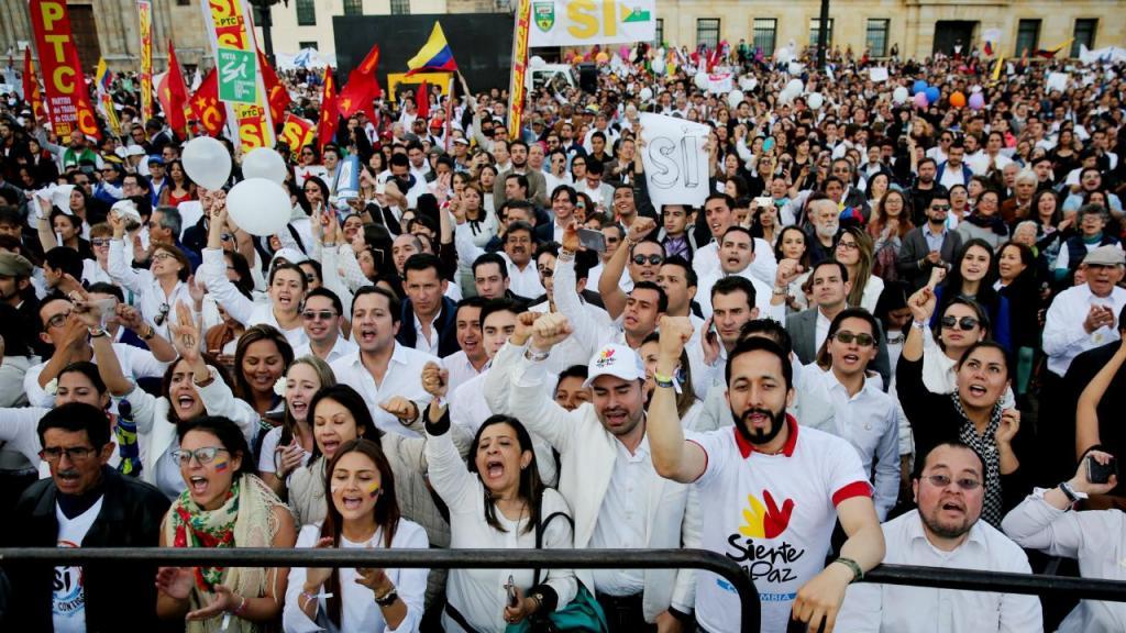 Acordo entre Governo e FARC celebrado na Plaza de Bolívar, Colômbia