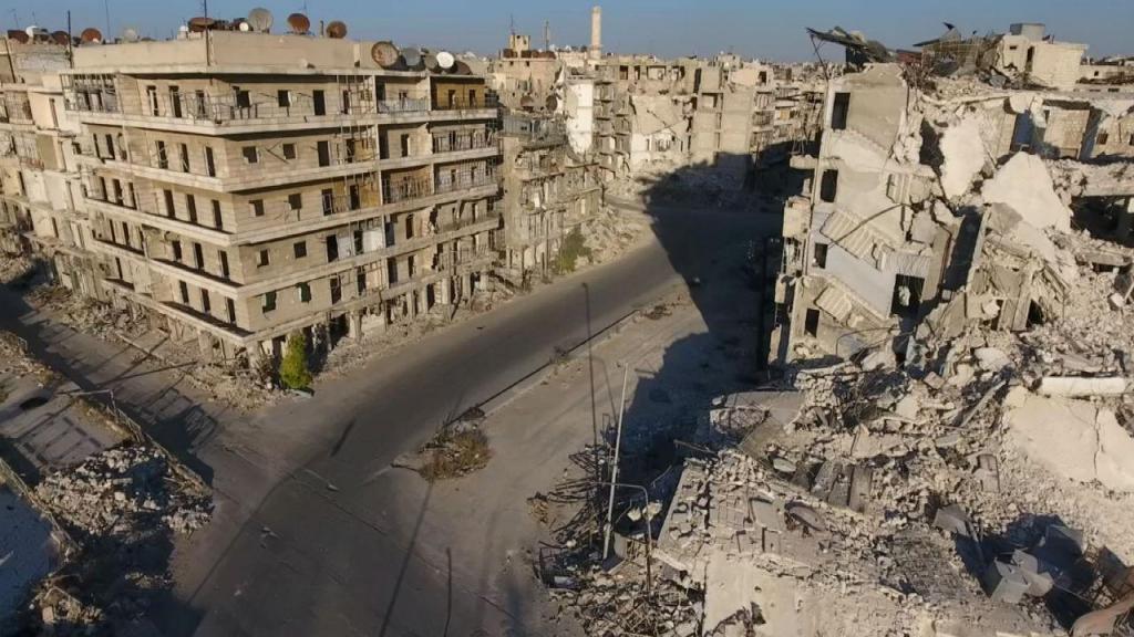Imagens de drone revelam uma cidade destruída