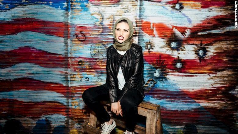 Muçulmana com hijab aparece pela primeira vez na Playboy