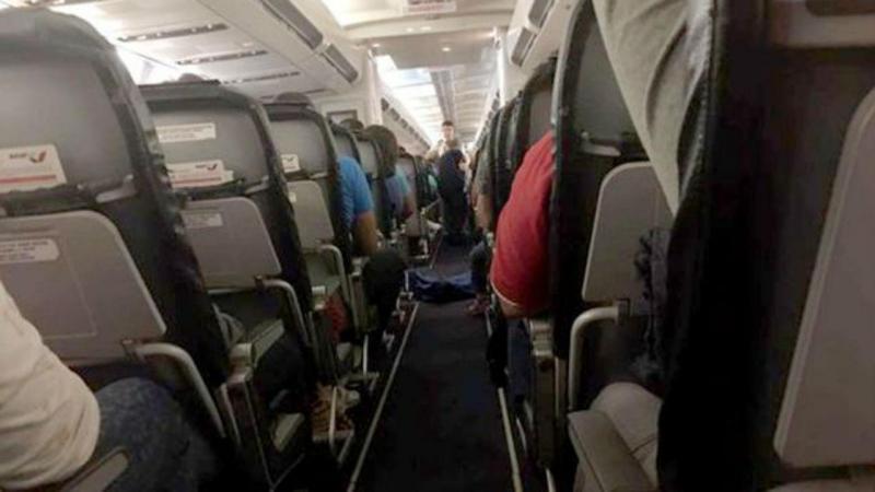 Passageiros forçados a viajar ao lado de um corpo durante três horas