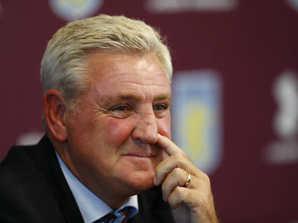 Steve Bruce apresentado no Aston Villa