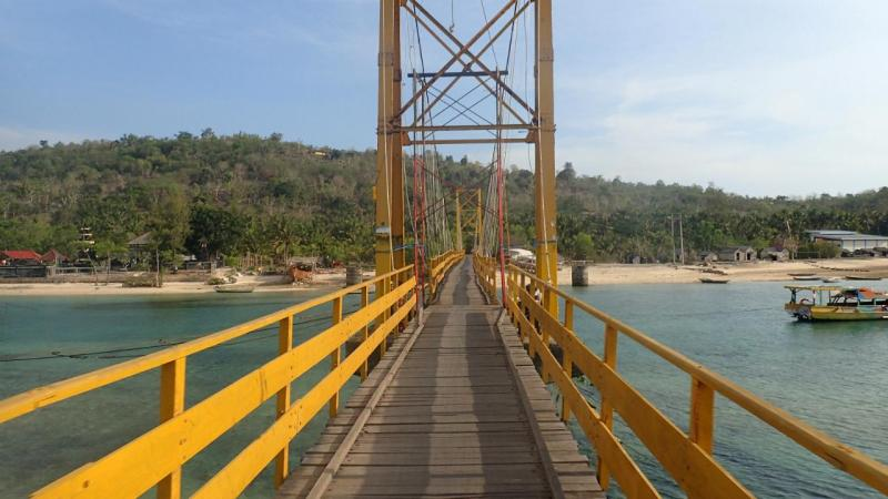 Ponte que desabou em Bali