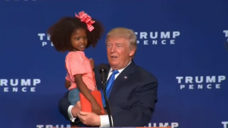 Donald Trump convida menina a subir a palco durante comício
