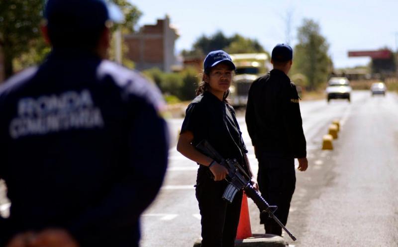 Mulher da polícia comunitária de Cheran