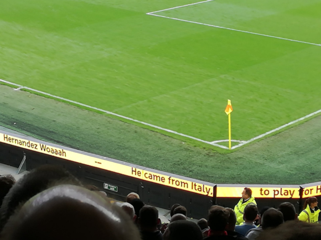 Hull City usa placars publicitários para ensinar cânticos de apoio