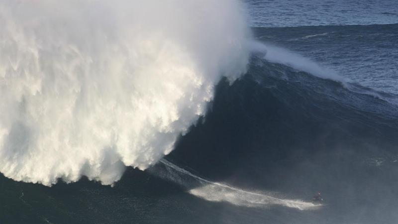 Ondas gigantes na Praia do Norte, na Nazaré